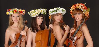 Classicalmusichumorletsplaygirls
