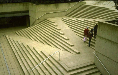 Handicap_accessible_stairs_great__2